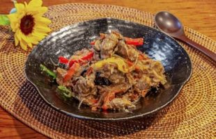 牛肉のココナッツ煮込み(ルンダン)